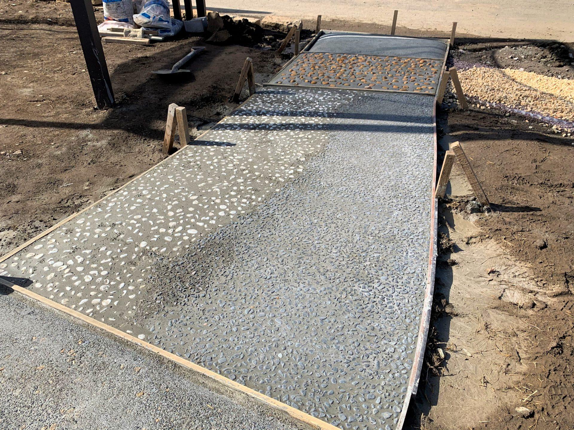 土間コンクリートの洗い出しアプローチ完成