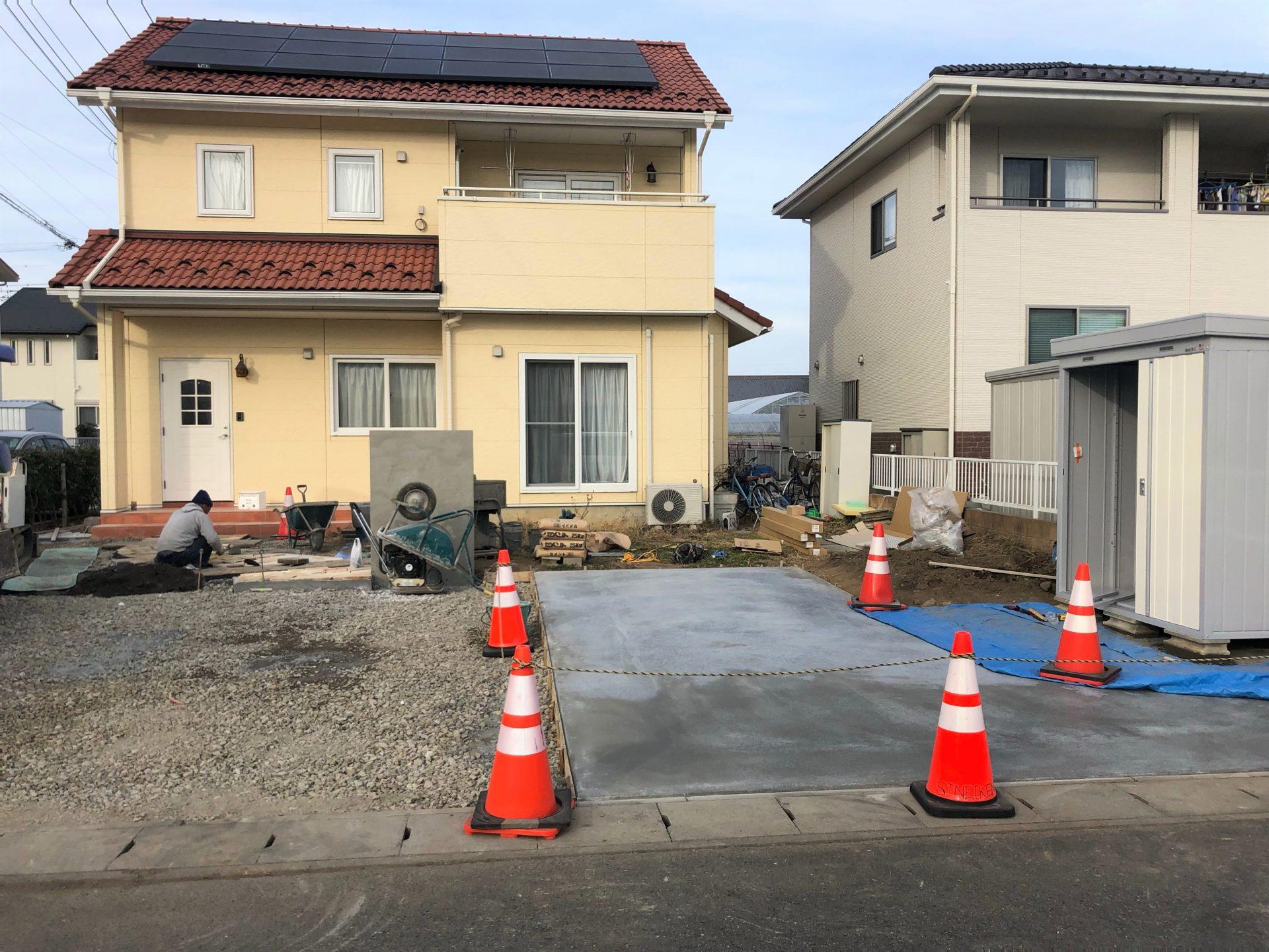 富岡市の土間コンクリート打設後の養生中の写真