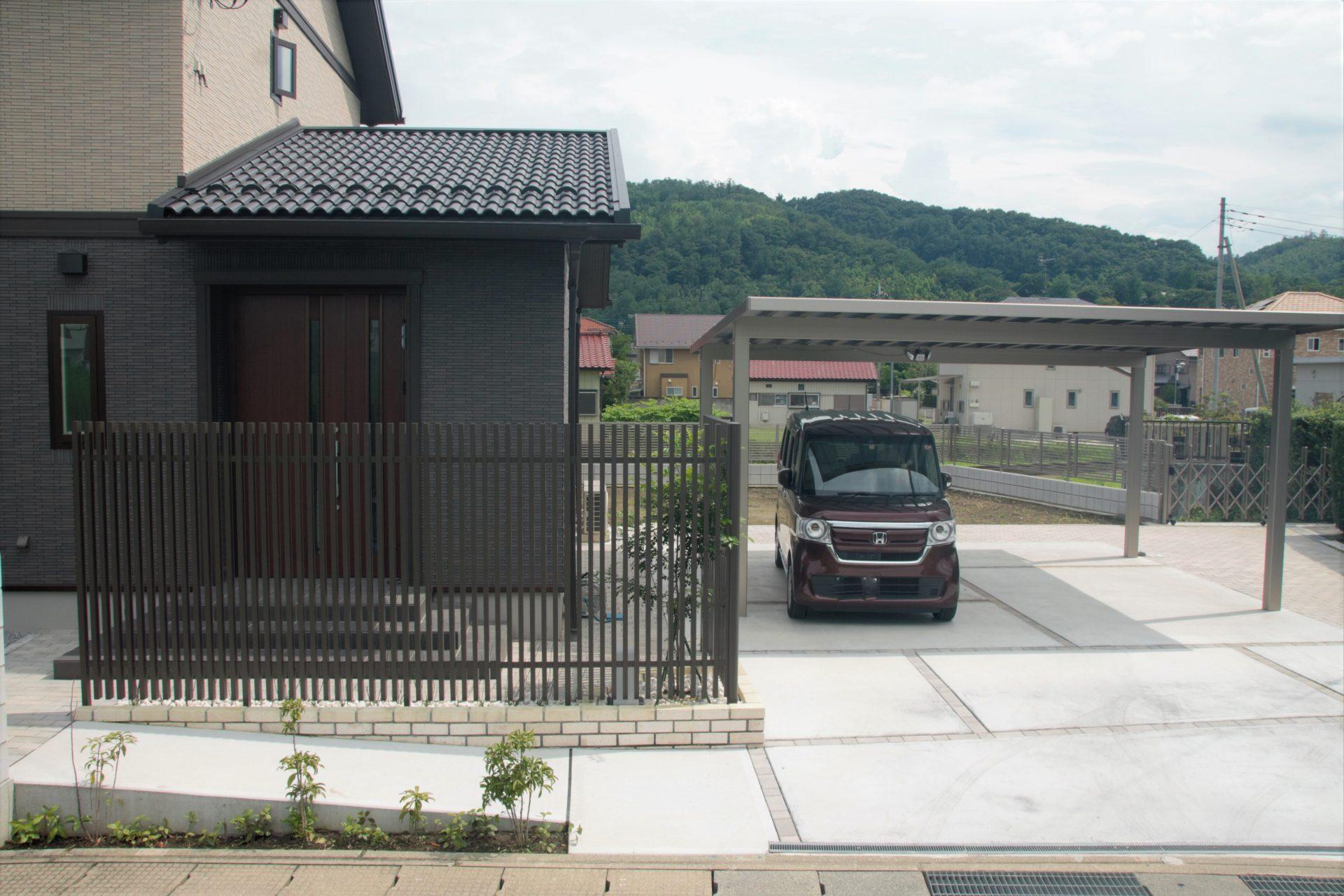高崎市の大人な雰囲気の和モダン外構の写真