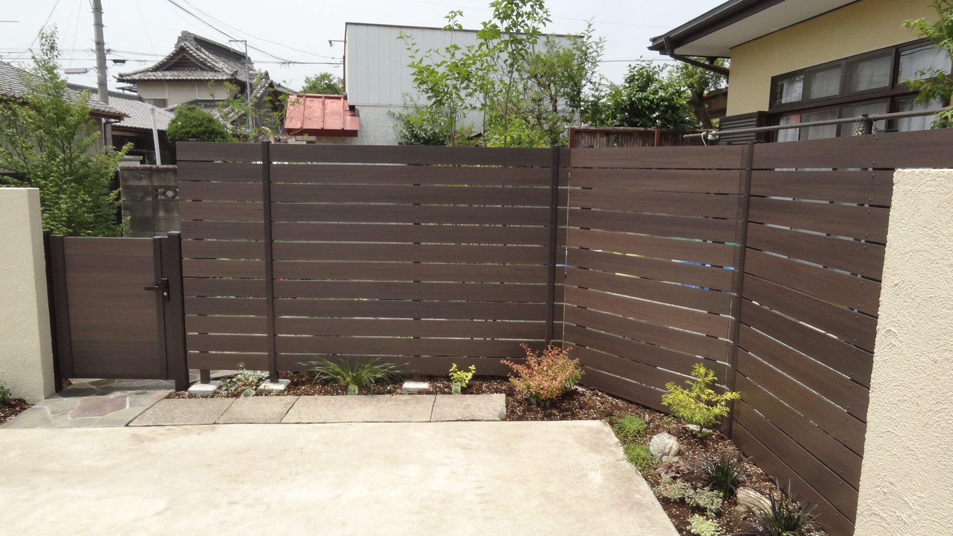 樹脂フェンスの目隠しと植栽