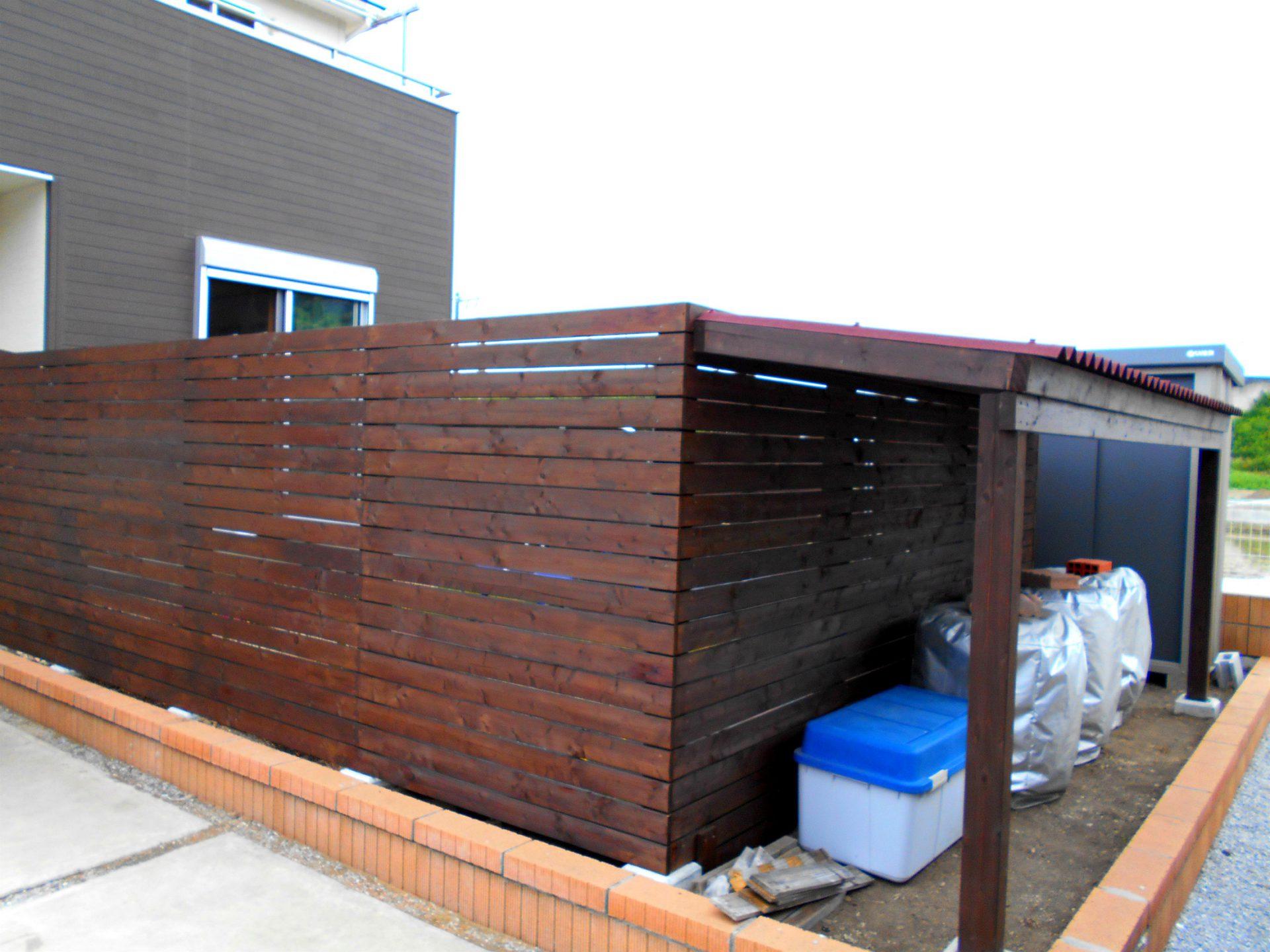 ドックランを囲う木製フェンス