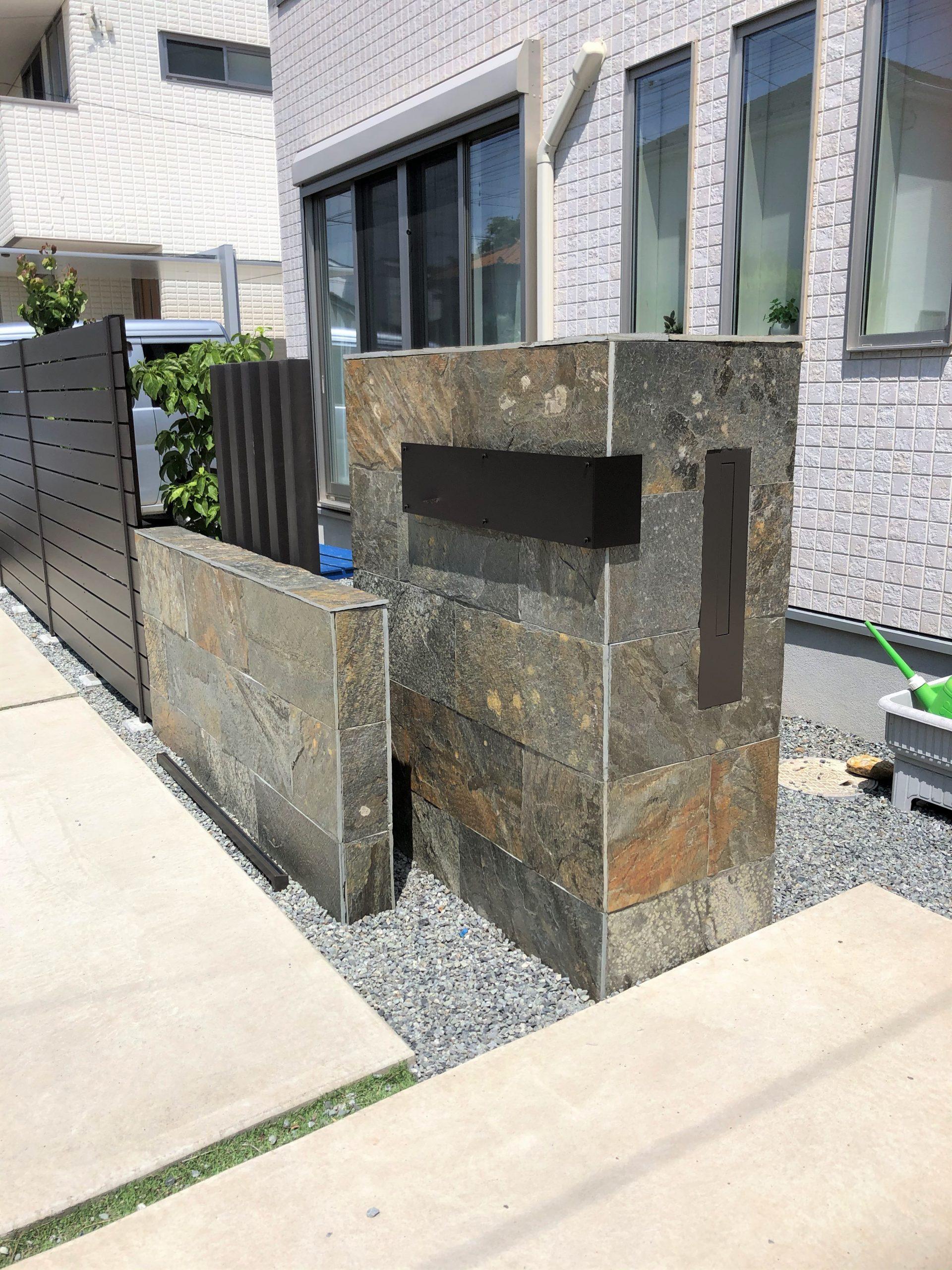 M邸石貼り門柱側面